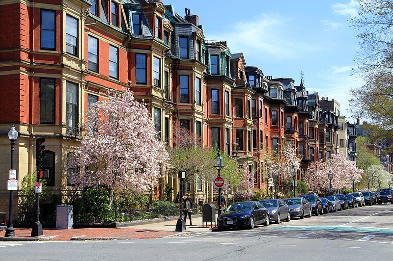 (Commonwealth Avenue, photo de Ingfbruno, 09/08/2013, wikipedia)