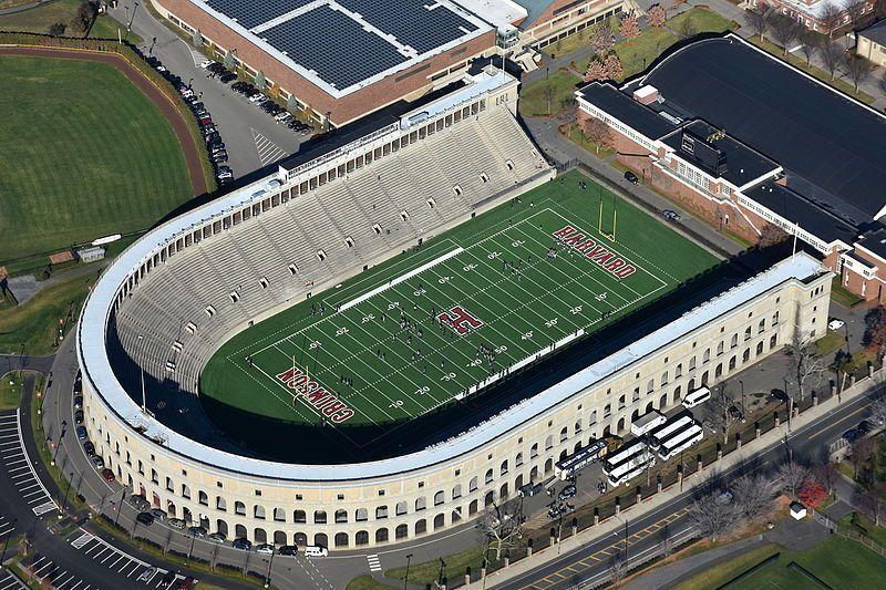 (Harvard Stadium, photo de Nick Allen, 21/11/2015, wikipédia)