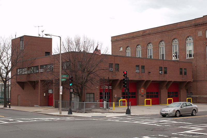 (Caserne des pompiers, 174 Dudley Street, photo de Tim Pierce, 17/04/2011, wikipedia)