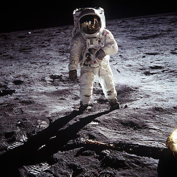 """(Edwin """"Buzz"""" Aldrin sur la Lune, 20/07/1969, photo de la NASA, wikipedia, www.hq.nasa.gov)"""