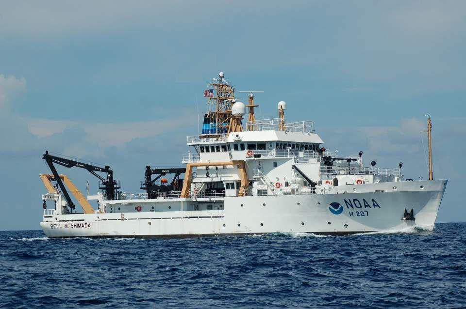 (Bell M. Shimada en mer, photo NOAA, www.omao.noaa.gov)