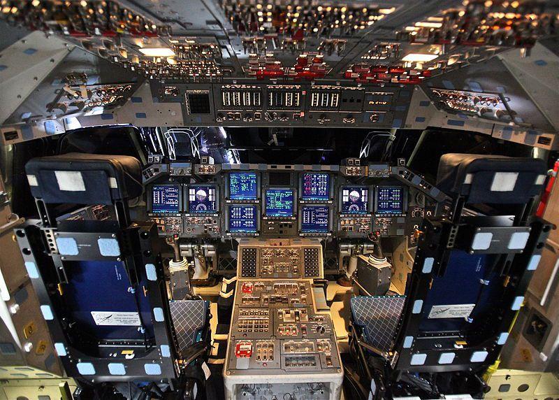 (Cockpit modernisé d'Endeavour, photo de Steve Jurvetson, 05/04/2012, www.flickr.com)