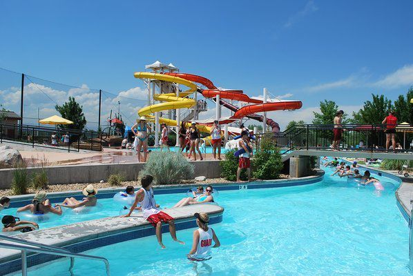 (Pirates Cove Water Park, photo www.thedenverear.com)