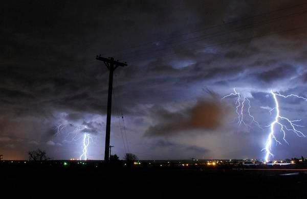 (Orage sur Denver, photo de Aaron Montoya, 07/2009, The Denver Post, www.denverpost.com)