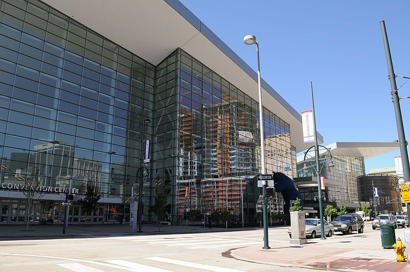(Colorado Convention Center, photo de Onetwo1, 21/08/2008, wikipedia)