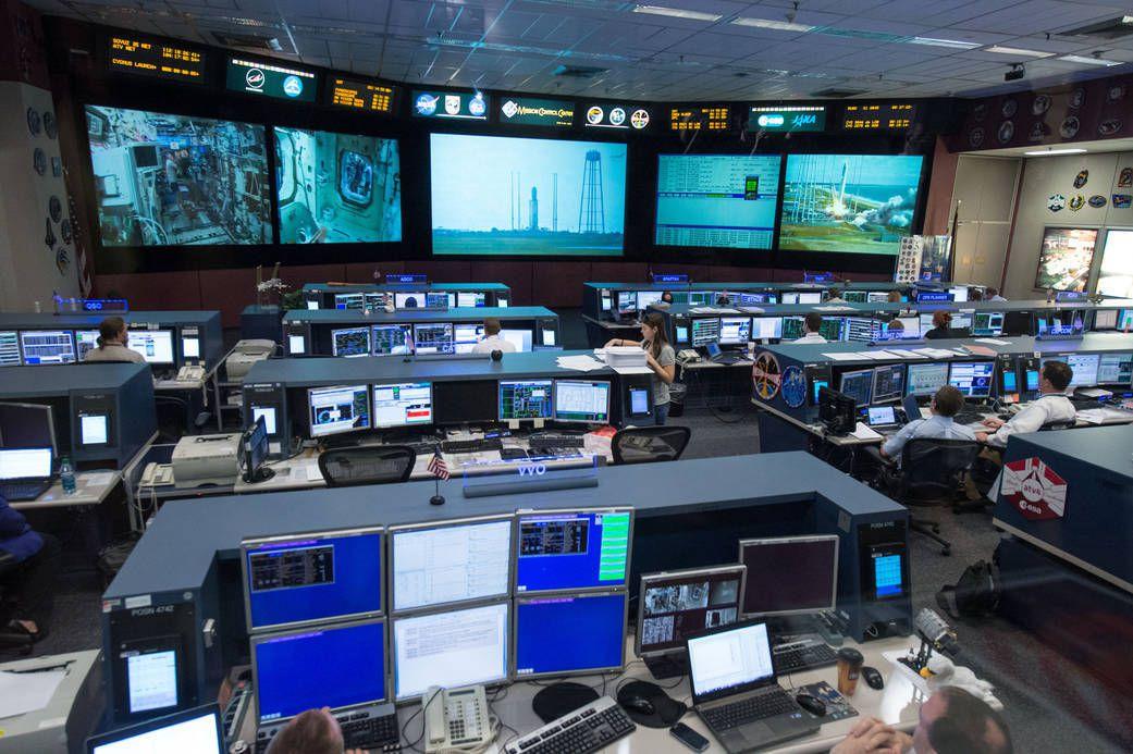 (Salle de contrôle de vol des missions, photo de la NASA, 18/09/2013, www.nasa.gov)
