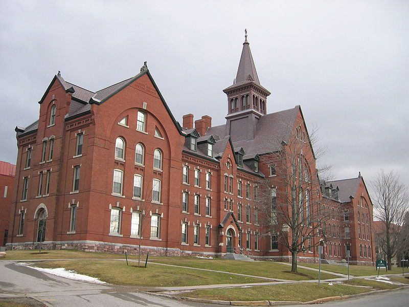 (Old Mill, University of Vermont, photo de Jared C. Benedict, 01/01/2005, wikipedia)