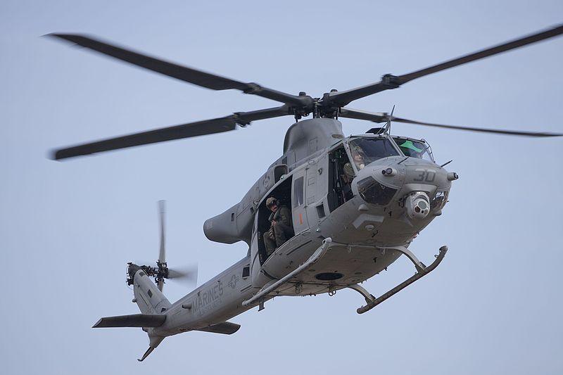 (UH-1 Y au-dessus de la Nouvelle-Orléans, photo de Lance Cpl Isaac Velasquez, USMC, 08/02/2017, www.dvidshub.net, wikipedia)