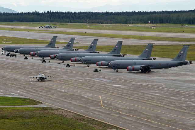 (Ravitailleurs KC-135 à Eielson AFB, exercice Red Flag 14, photo Tech Sgt Joseph Swafford Jr, USAF, 19/08/2014, www.flickr.com)