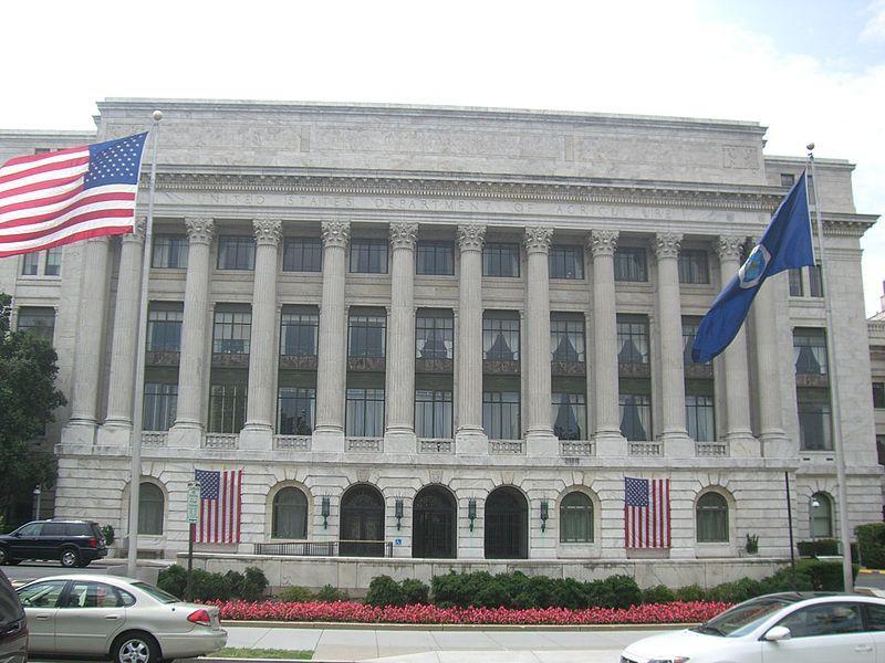 (Siège de l'USDA, immeuble Jamie L. Whitten, Washington D.C, photo de Diego Delso, 28/07/2007, wikipedia)