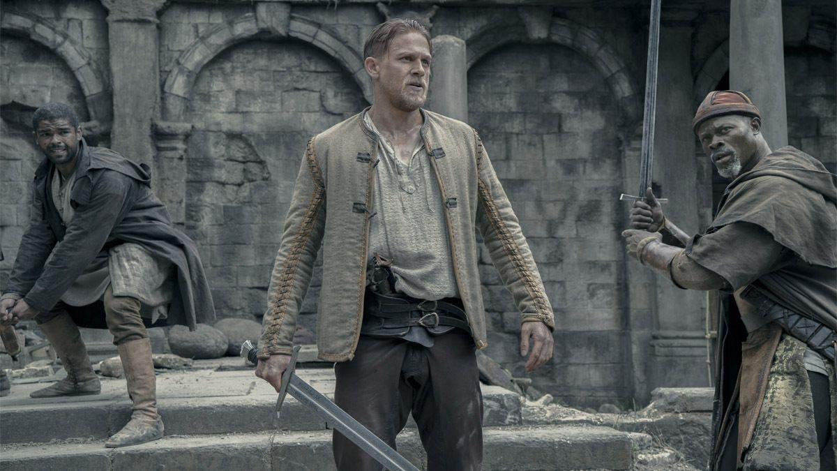 Le Roi Arthur (Charlie Hunnam) et ses compagnons dans le film qui est déjà annoncé comme le bide de l'été
