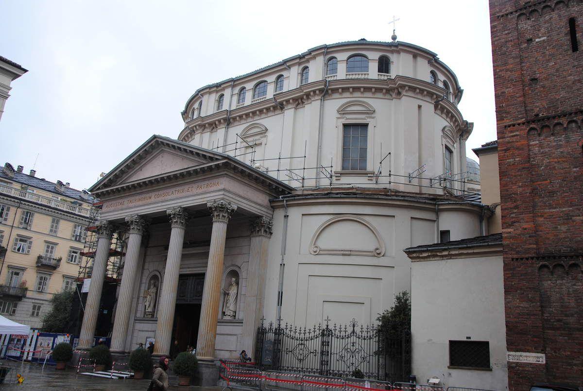 entrée de la Consolata à Turin (Photo E. Coux)