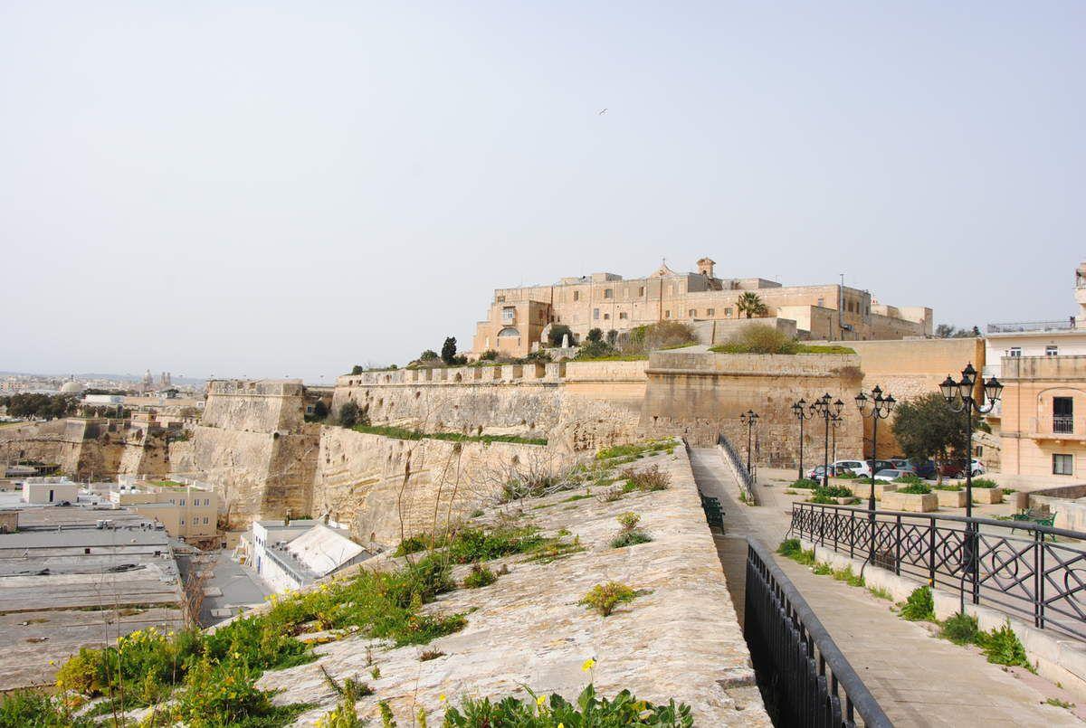 L'enceinte bastionnée de Floriana et le couvent des Capucins de Malte