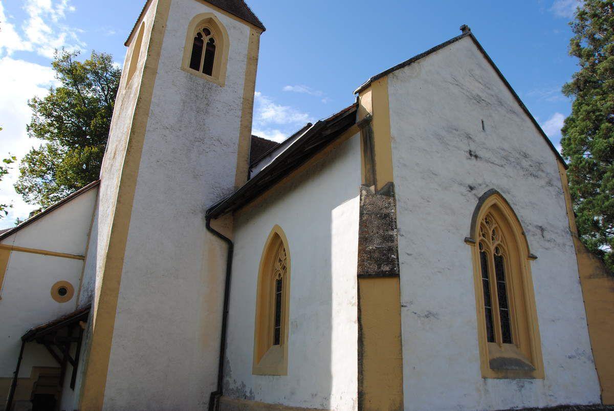 Eglise du Montet près de Cuderfin où se trouve les armes d'Humbert dans l'église (Photo E. Coux)