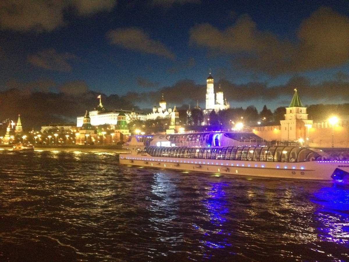 La Moscova et le Kremlin, avant le feu d'artifice