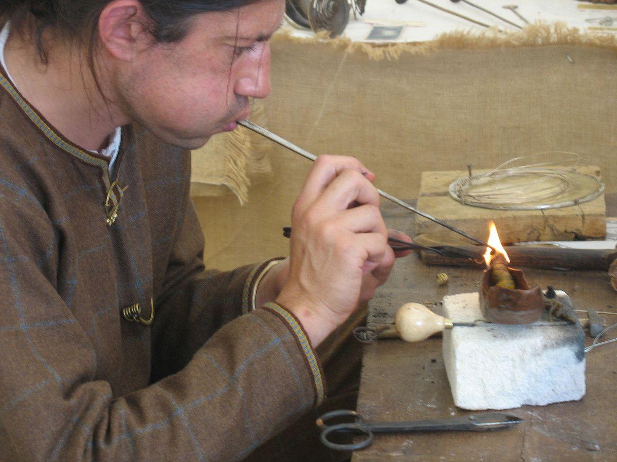 Bijouterie antique, travail du métal