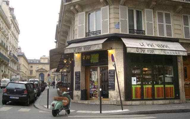 This restaurant draws Latin Quarter academics for its bargain lunch menu (two courses, wine and coffee), and a more international set in the evening