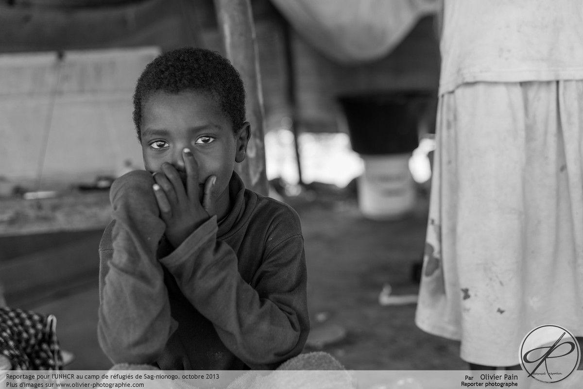 Book de photographies humanitaire du formateur photo à Tours, Olivier Pain