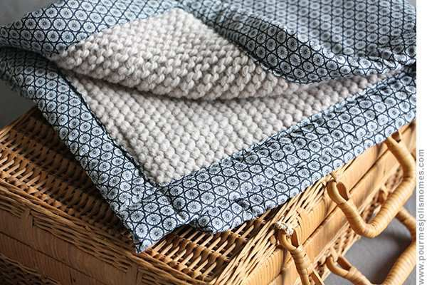 Tuto tricot : réaliser de jolis plaids pour bébé au point mousse tricot / tissu !