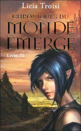 Livre 3 //  Grâce à son armée de fantômes, le Tyran est près de remporter la guerre contre les Terres libres. Seule Nihal peut encore l'arrêter. Si elle parvient à réunir les huit pierres d'un mystérieux talisman, dispersées dans les Terres du Monde Émergé, Nihal pourra invoquer les Esprits de la nature et contrer la magie du Tyran. Escortée par Sennar, la demi-elfe se lance dans cette mission au terme de laquelle elle découvrira enfin le sens caché de son destin.