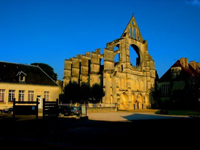 Longpont: l'Abbaye Cistercienne et le Château
