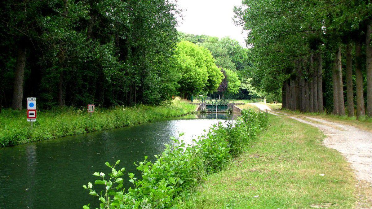 l'écluse de Marolles sur le canal de l'Ourcq