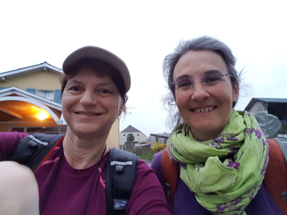 "Selfie of two pilgrims this morning. Ma ""colocataire"" selfie 've matin"