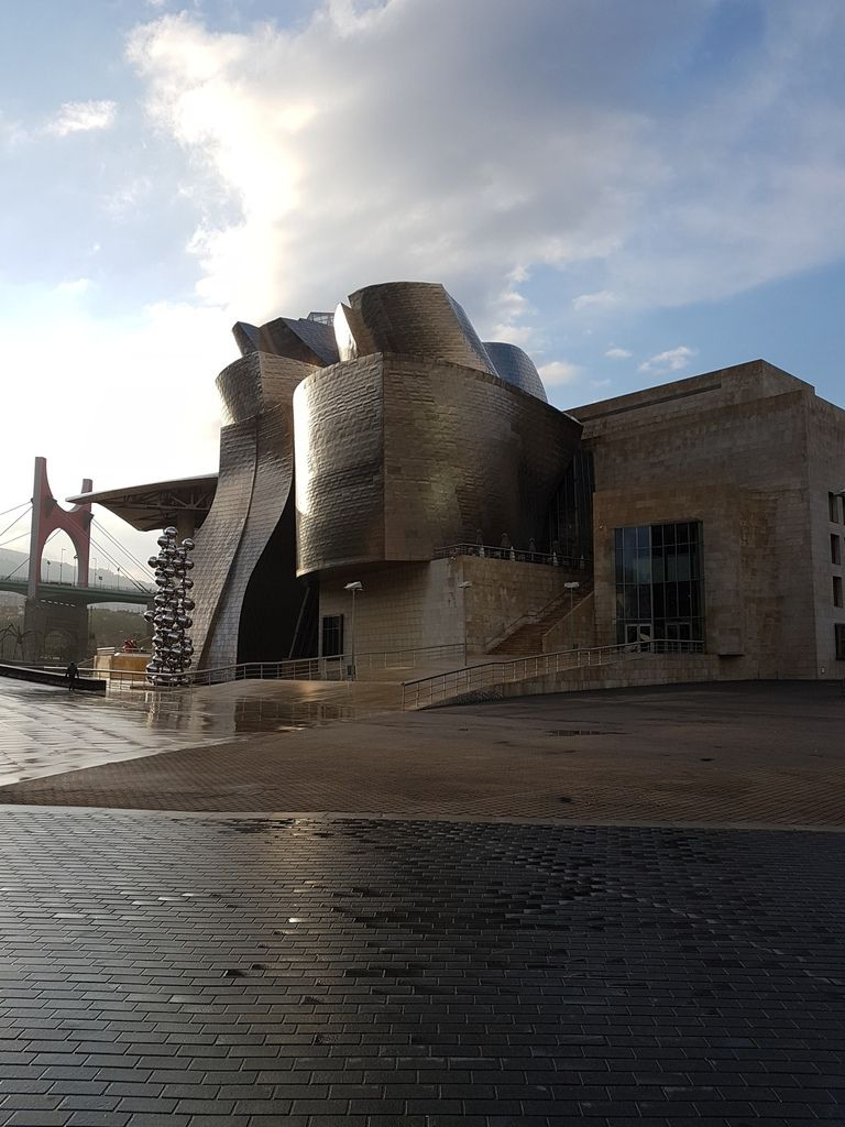 The famous guggenheim early in the morning leaving Bilbao