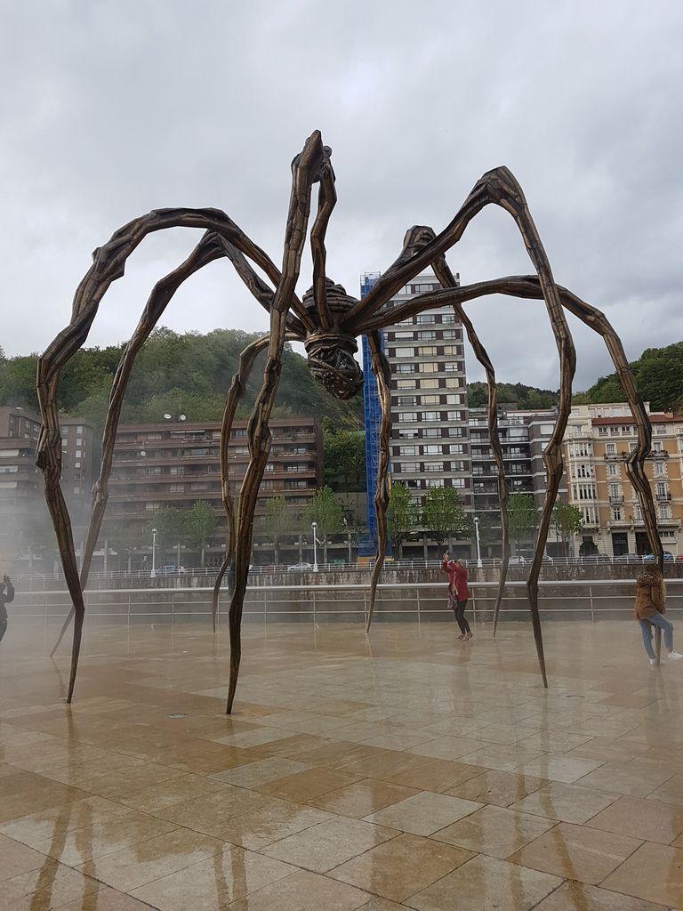 Giant spider of Louise Bourgeois / araignée géante de Louise Bourgeois