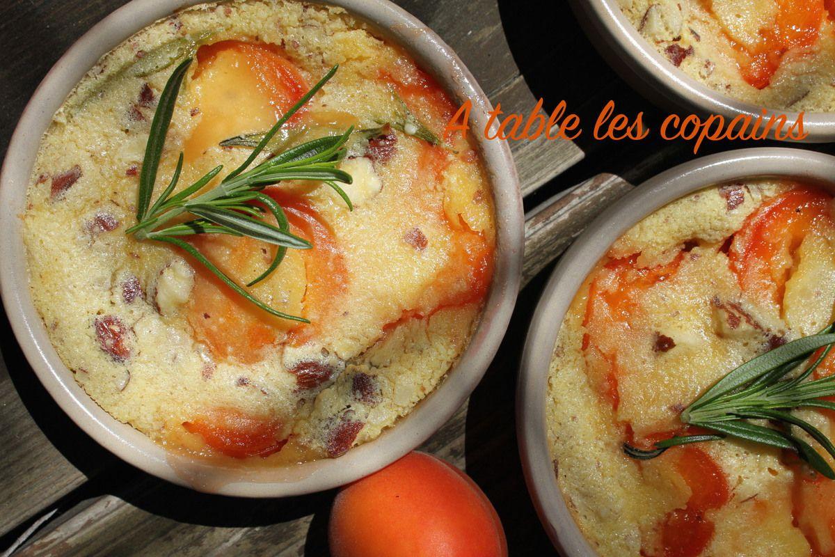 Petits clafoutis aux abricots, amandes et romarin