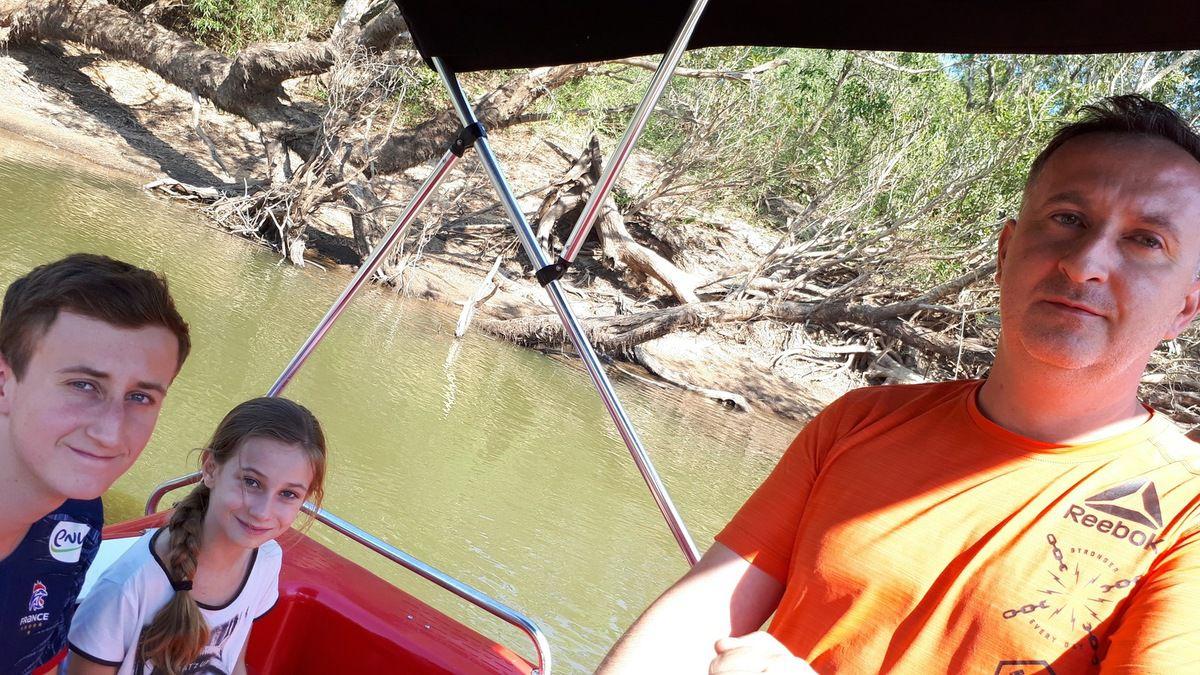 balade en petit bateau à la recherche des crocodiles !