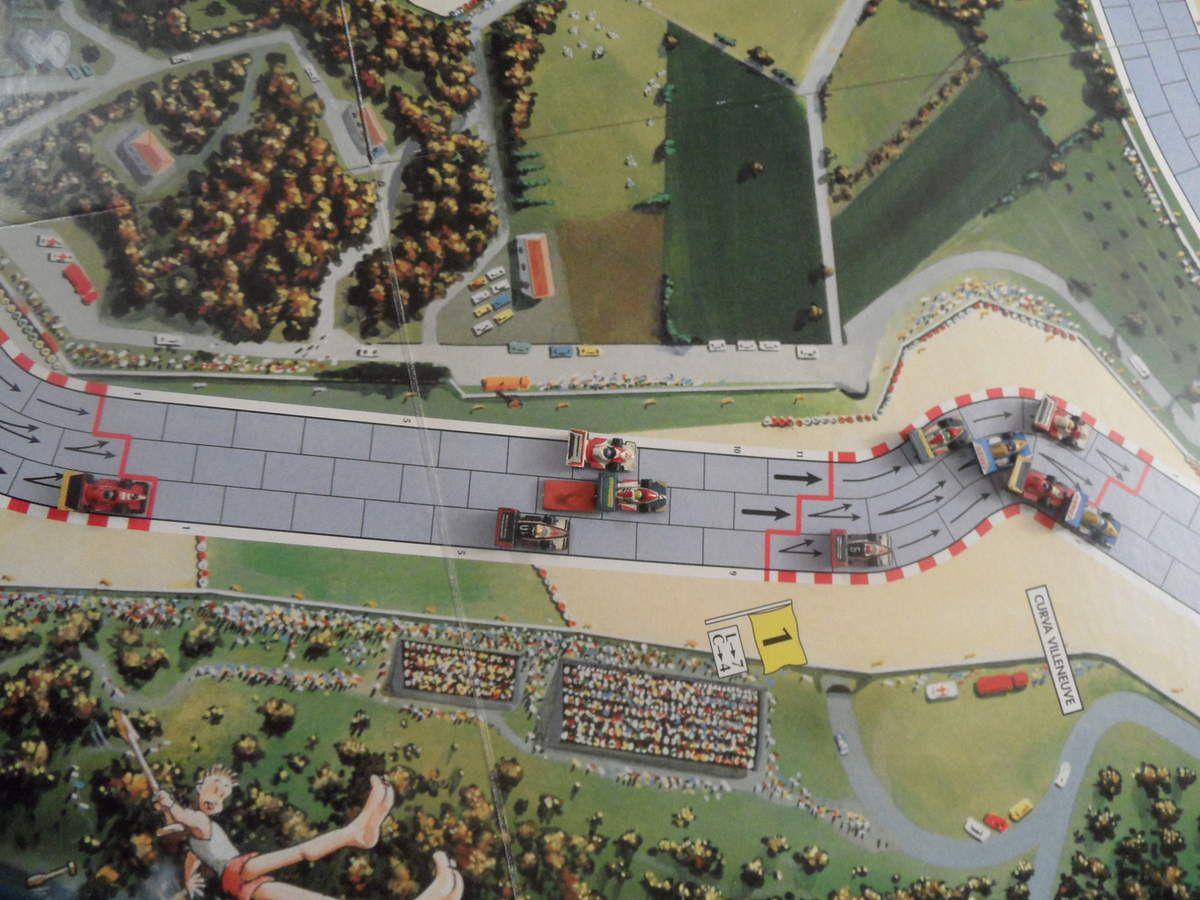 Patrese rattrape le 1er groupe composé de 6 monoplaces. 2ème CAR pour Alesi, déjà en danger