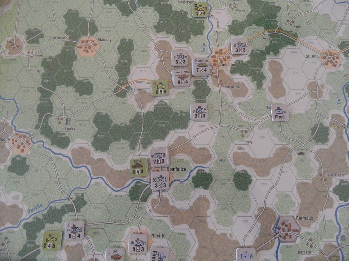 Le 16ème régiment de la Big One ne résiste pas aux 48 points de force de la Panzer Lehr et doit quitter Vielsalm. A Houffalize, c'est le résultat parfait pour le 1 contre 1 : FF ! Le 7/CCA est réduit ainsi qu'une infanterie allemande à 3-3-3.