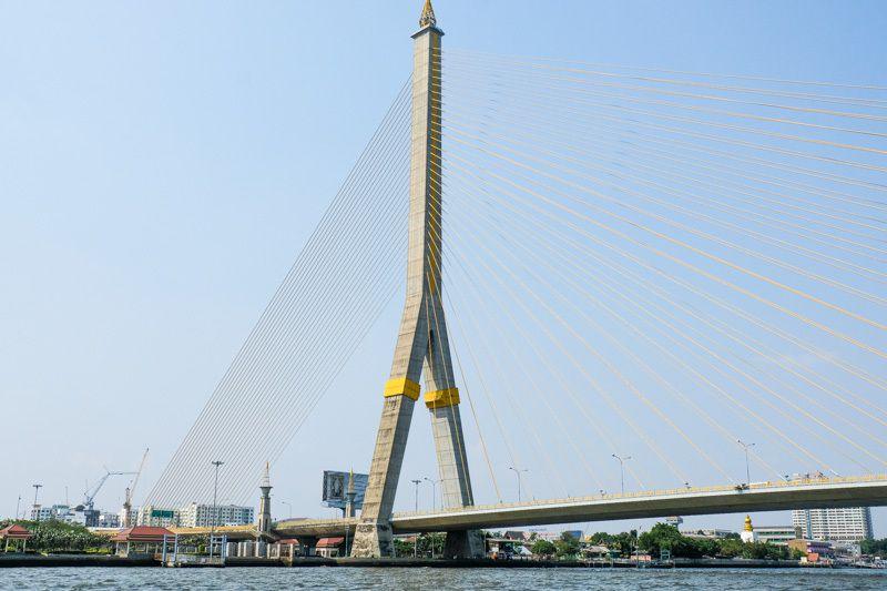 Le pont à haubans Rama IX à Bangkok