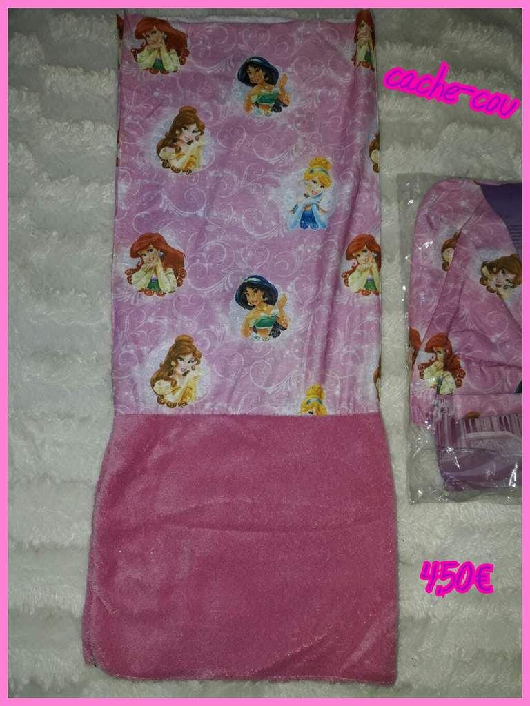 1 paire de chaussettes reine des neiges  31/34 1.50€  + 1 robe reine des neiges rose - 3 ans - 9€ + 1 surligneur hello kitty 1€ + 2 cache-cou princesse pour 8€
