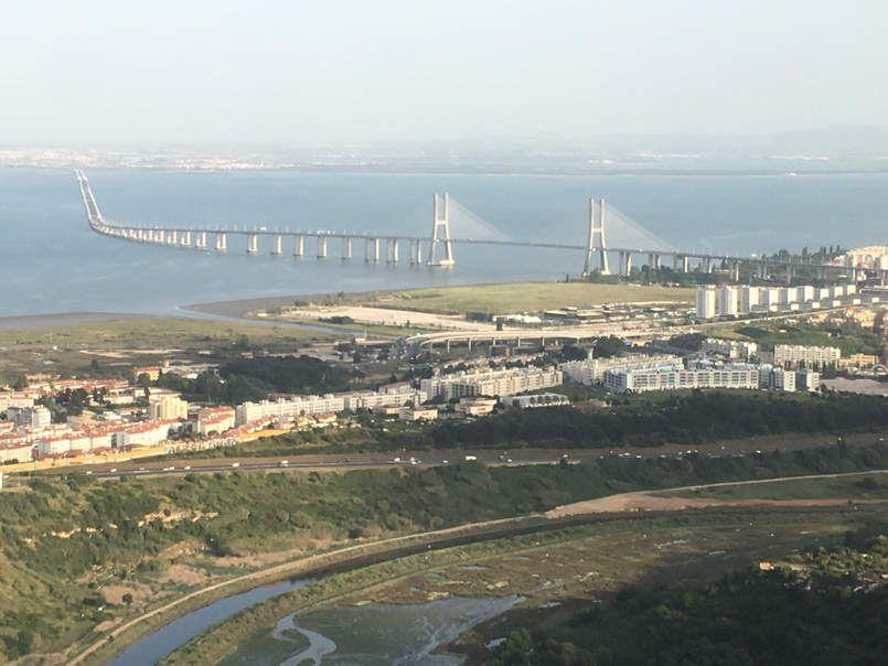 Atterrissage à Lisbonne en longue finale au dessus des habitations . Ils sont content les riverains. Et près de mon hôtel la circulation intense dans le centre ville