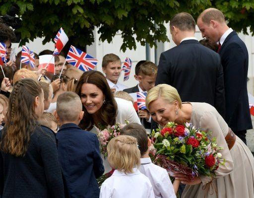 JOURNEE 1: Kate, William, George et Charlotte en Pologne