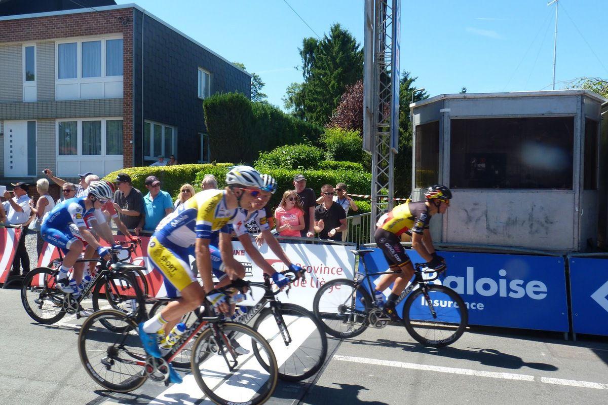 Départ de la 4e étape du Tour de Belgique à Ans, avec en vedette notamment Philippe Gilbert, mais aussi le cyclocrossman Wout Van Aert, leader du général au départ à Ans