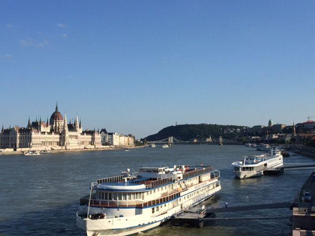 Vue de Budapest avec parlement et le mont Gellért
