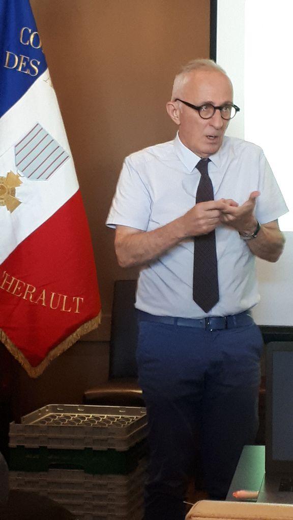 Claude GRADIT, président honoraire du CEACH et Alain DAVID, directeur du service départemental de l'ONACVG Hérault lors de leur intervention.