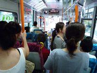 Alors entre autre. Une photo où l'on voit le bus. Une où l'on voit l'intérieur du bus. Une voiture (?). Un homme qui marche. Mais la photo est cool. Et mon repas. ♪