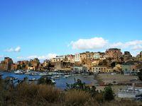 Voilà donc Castellammare del Golfo, son port et un pêcheur ! &#x3B;)