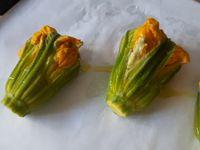 Fleurs de courgette farcies au fromage frais