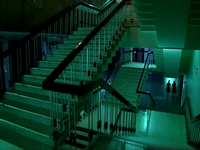 Dans le futur, il n'y aura pas des escalators partout &#x3B; Un film qu'on peut voir en 3D avec des lunnettes spéciales faites à partir de concombres.