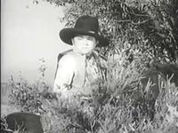 Buck attend Nancy &#x3B; On pense que Nancy vient vers nous mais en fait elle est derrière nous &#x3B; Bat se cache au fond de son jardin d'où il entend toutes les conversations de Tiny Town.