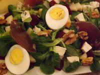 Salade de mache au bleu et aux noix au vinaigre balsamique de violette