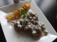 brochettes  de filet mignon et sa poelée de champignons crémés...