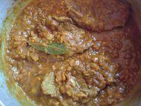 Steaks de boeuf en sauce et la purée de pomme de terre