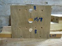 Confection de guides de perçage pour les goujons, les tourillons et les excentriques. Voici les bagues utilisées (comme je n'avais pas de fraise de ø17, j'ai percé à ø18 et j'ai placé 2 tours de ruban adhésif...) pile poil ! Pour la seconde, perçage à ø24.