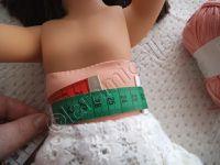 la poupée mesure 46 cm de haut, et la robe 22cm /  ci- contre le diagramme du bas
